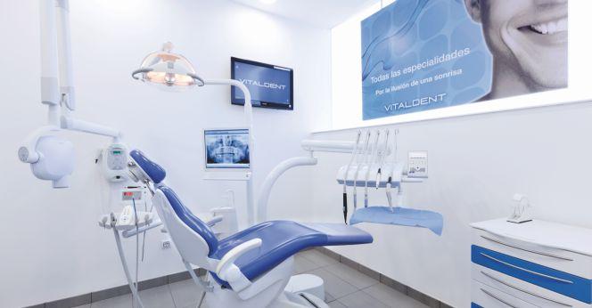 Las cl nicas dentales sonr en al negocio en el exterior for Clinica dental el escorial