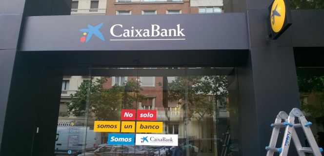 Caixabank culmina la absorci n de barclays con una for Barclays oficinas madrid