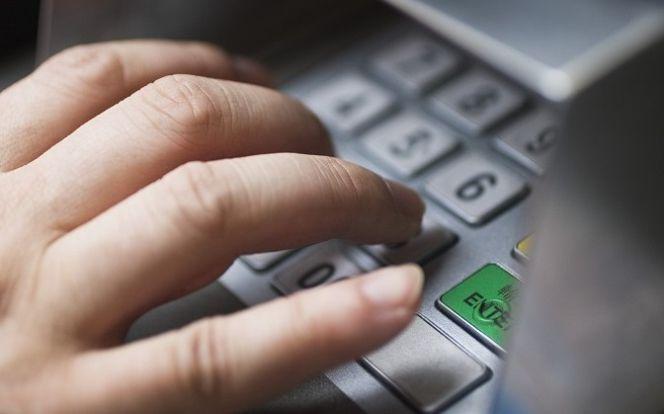 Lucha de cajeros: ¿cuánto le cuesta a un banco disponer de ellos? | Finanzas personales