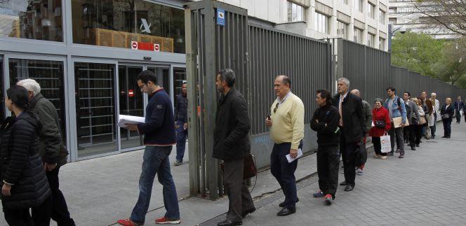 Renta 2015 colas en el primer d a de la campa a for Oficina tributaria madrid