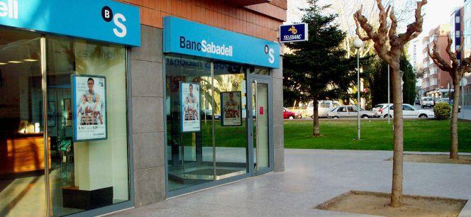 Sabadell lanza una ofensiva para captar al cliente de 100 for Oficina 5077 banco sabadell