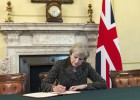 Theresa May firma la carta en la que pedirá el 'brexit'