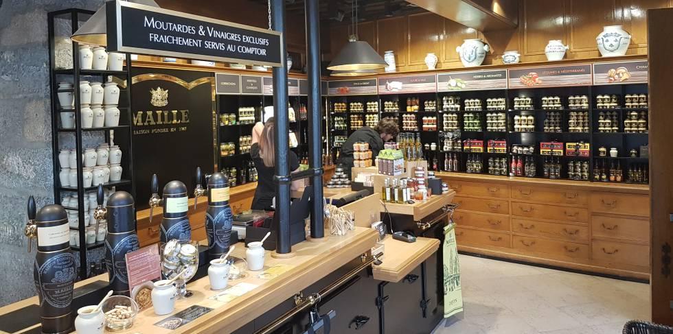 El interior de la tienda, donde hay más de 35 variedades de mostazas.