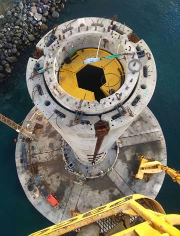La turbina marina que la empresa monta en Arinaga está hecha de hormigón, utiliza una cimentación por gravedad y puede instalarse sin ayuda de barcos.