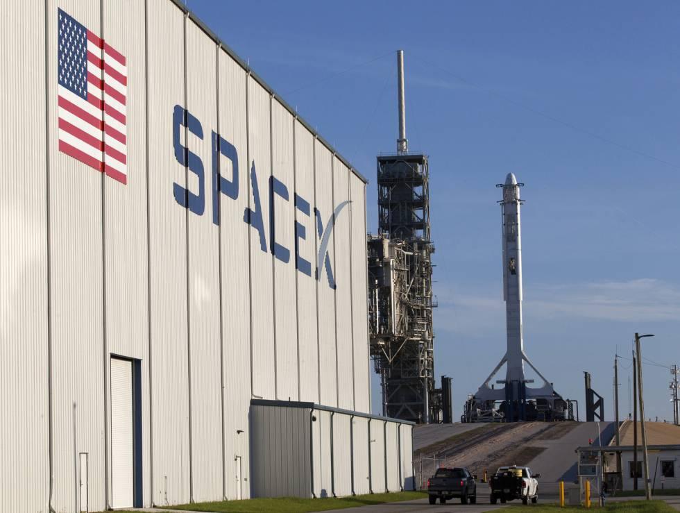 Elon Musk desvela el traje espacial que llevarán los