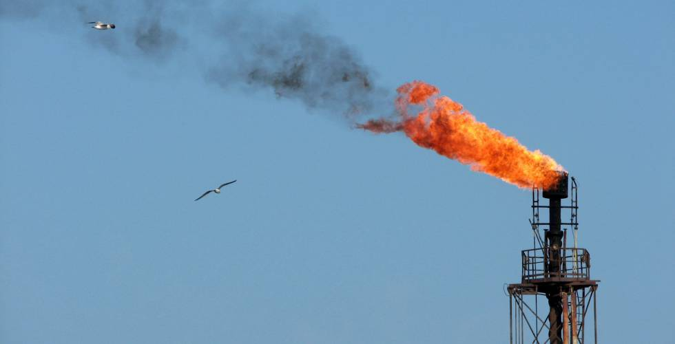 Opep confirma extensión del recorte petrolero a todo 2018