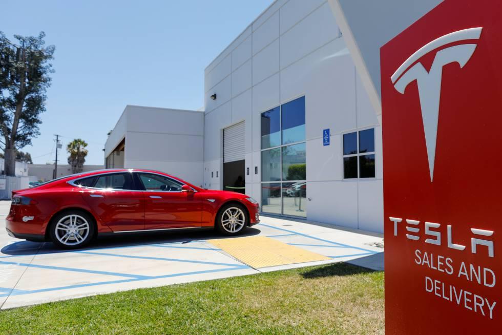 Un punto de venta y servicio de Tesla en California Estados Unidos