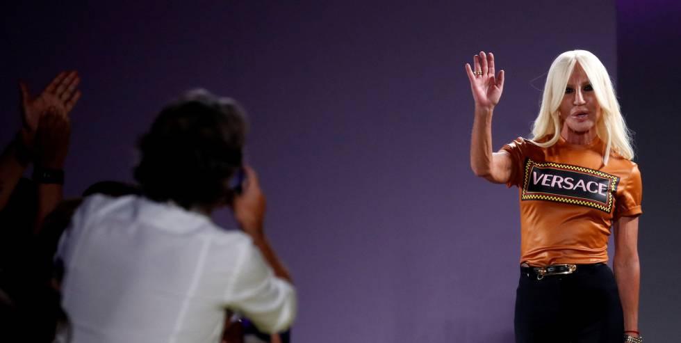 Michael Kors compraría Versace por US$2 mil mlls