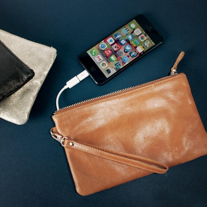 Tres bolsos para ellas que además son un cargador portátil para el móvil d48b7fbdd80