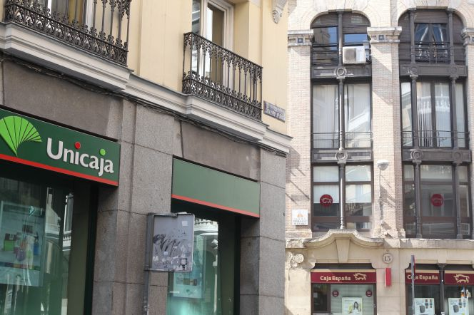 Los preferentistas de ceiss ya son accionistas de unicaja for Oficinas de unicaja en madrid