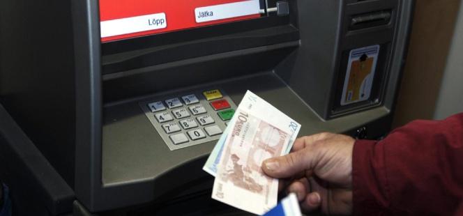los tres bancos que no le cobrar n por sacar dinero en el