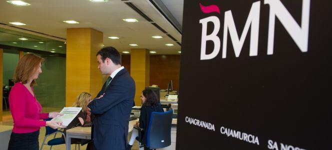 Bmn gana un 2 44 m s hasta junio tras reducir sus for Bmn caja granada oficinas