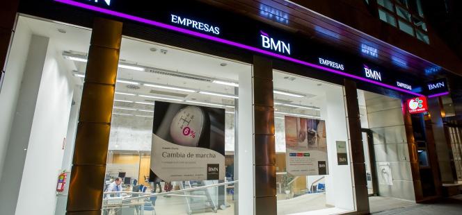 Interior Oficinas De Vende Globalcaja BancaBmn A Sus España Del 4ARL3j5