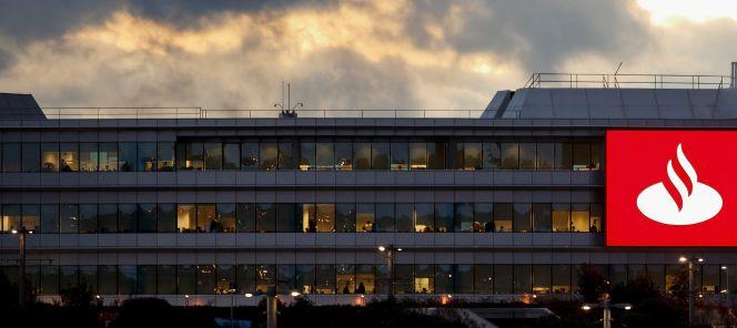 Banco santander sigue los pasos de bankia y emite c dulas for Banco santander oficina central madrid