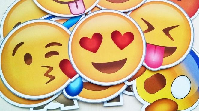 Como Anadir Los Emoticonos De Whatsapp A Chrome Y Usarlos En Twitter Facebook Y Otras Webs Lifestyle Cinco Dias