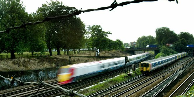 Trenes cerca de la estación de Clapham Junction en Londres