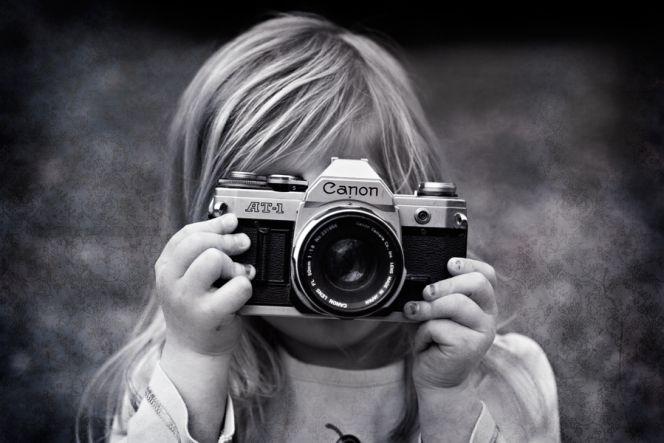 C mo recuperar el color de tus fotograf as antiguas for Aparador blanco y negro