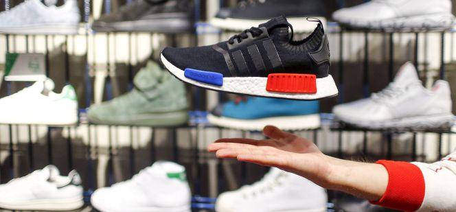 48e752b4 Presentación de un modelo de zapatillas Adidas en la tienda insignia de la  firma en Berlín