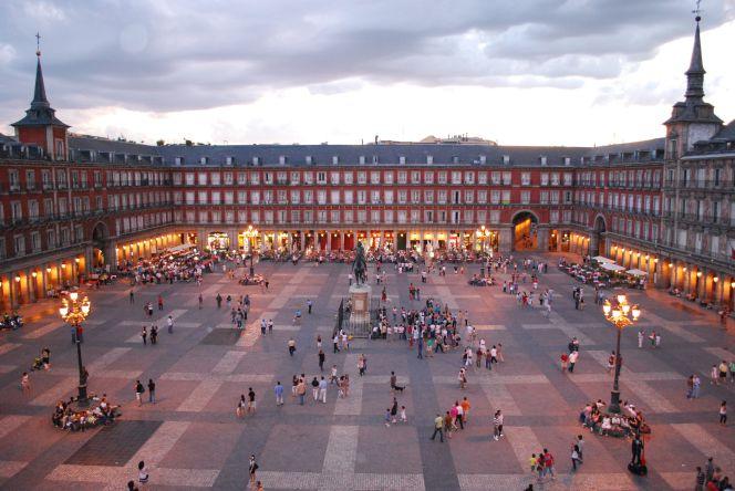 Becas para libros, guardería, transporte y comedor en Madrid ...