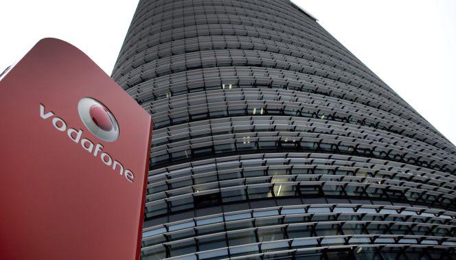 a77bf6ca90b Imagen del logotipo del operador de telefonía móvil Vodafone, en su sede en  Dusseldorf (Alemania). EFE