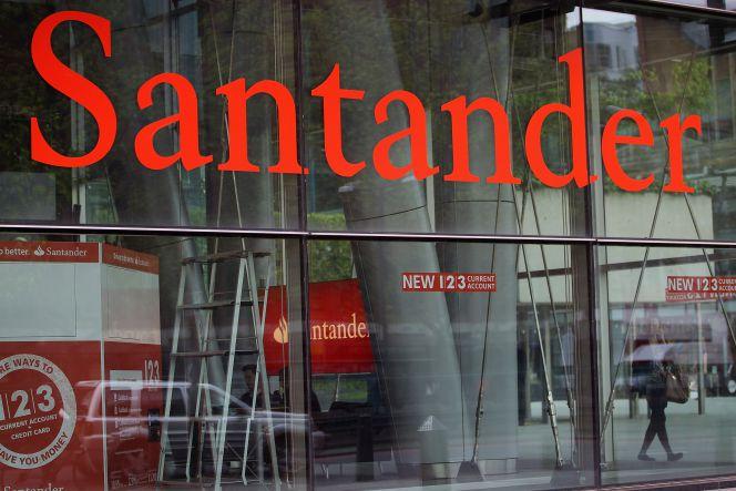 Santander se refuerza con millones en bonos for Oficina de correos santander