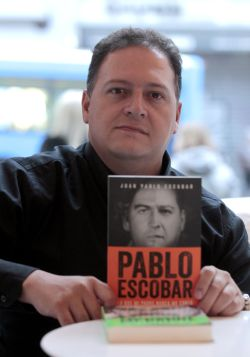 Pablo Escobar Escobar Mi Padre Me Dejó Un Sobre Que Espero No Tener Que Usar Sentidos Cinco Días