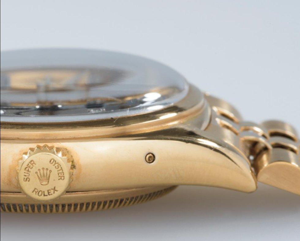 Está acabado en oro de 18 quilates, y su esfera sigue el diseño Oyster patentado por Rolex, que hace que todos sus elementos internos estén herméticamente protegidos del polvo o del agua.
