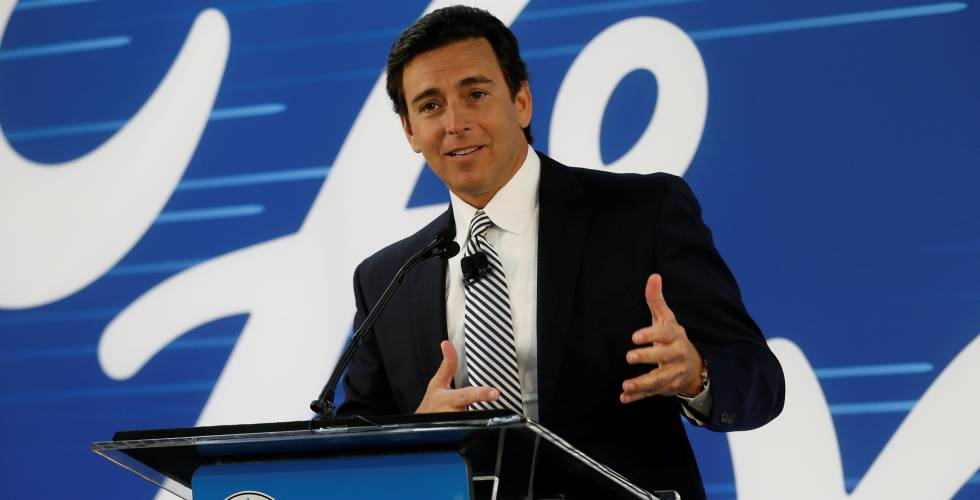 Mark Fields, presidente y CEO de Ford, en enero en una fábrica de Michigan (EE UU).
