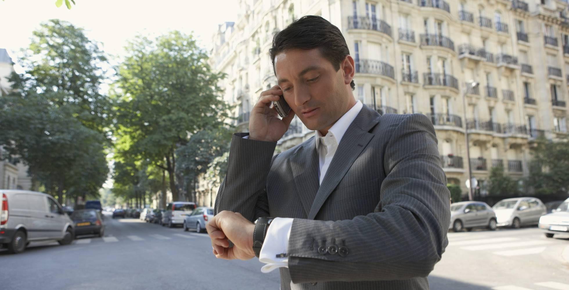 Los clientes marcan el horario laboral de los abogados