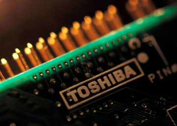 Toshiba vende su negocio de chips al consorcio de Bain Capital y Apple