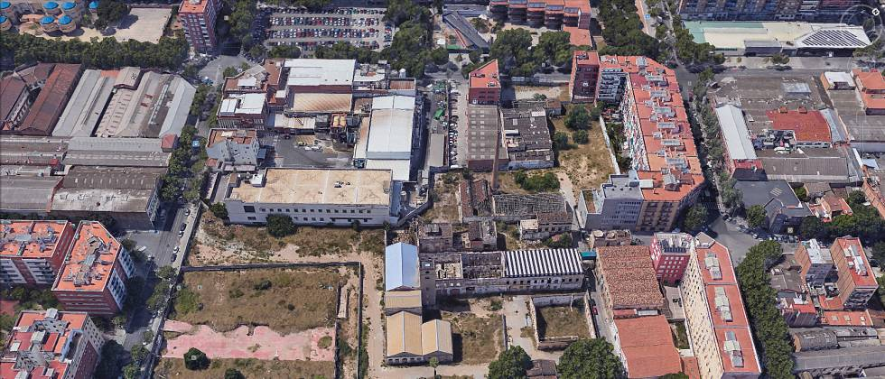 Vista de la parcela de la antigua fábrica de Can Ricart en Barcelona.  Google Earth 4022f3f8ccb