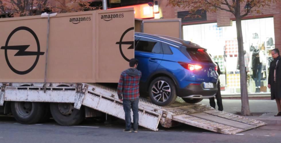 Este es el primer hombre que compró un coche por Amazon en España ...