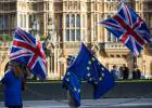 LONDON, ENGLAND - DECEMBER 08: Anti-brexit protesters wave Union Jack and EU flags outside the Houses of Parliament on December 8, 2017 in London, England. British Prime Minister Theresa May has struck a deal with the European Union during early morning talks in Brussels today before Brexit talks move on to the next phase. (Photo by Jack TaylorGetty Images)