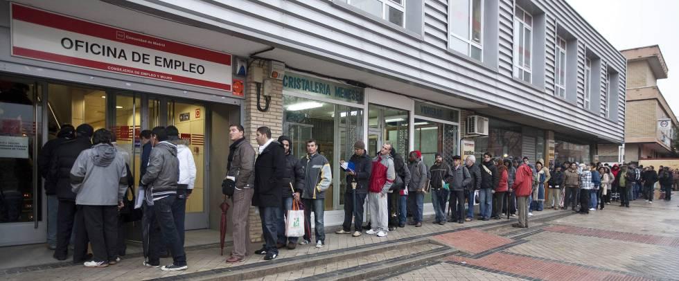 El gasto en desempleo se redujo otro 6 en 2017 hasta 17 for Oficina inem santa eugenia