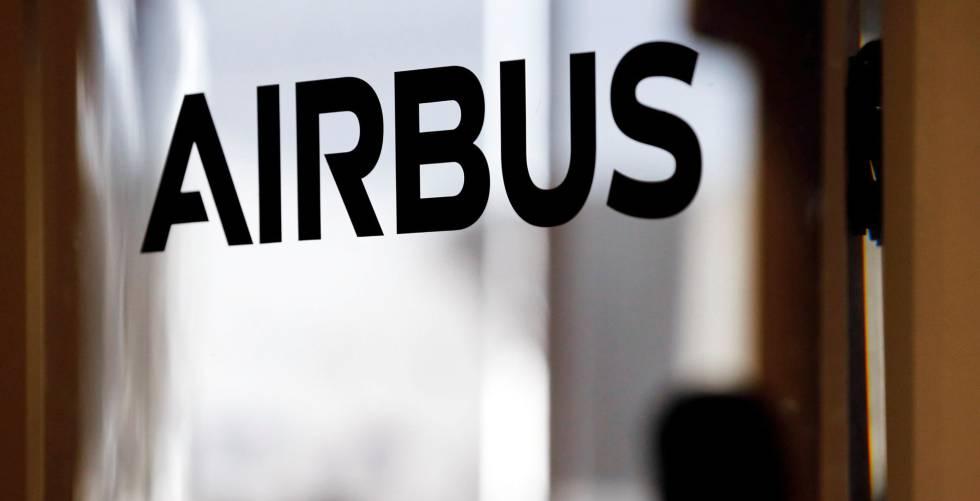 Logo de Airbus en su sede.