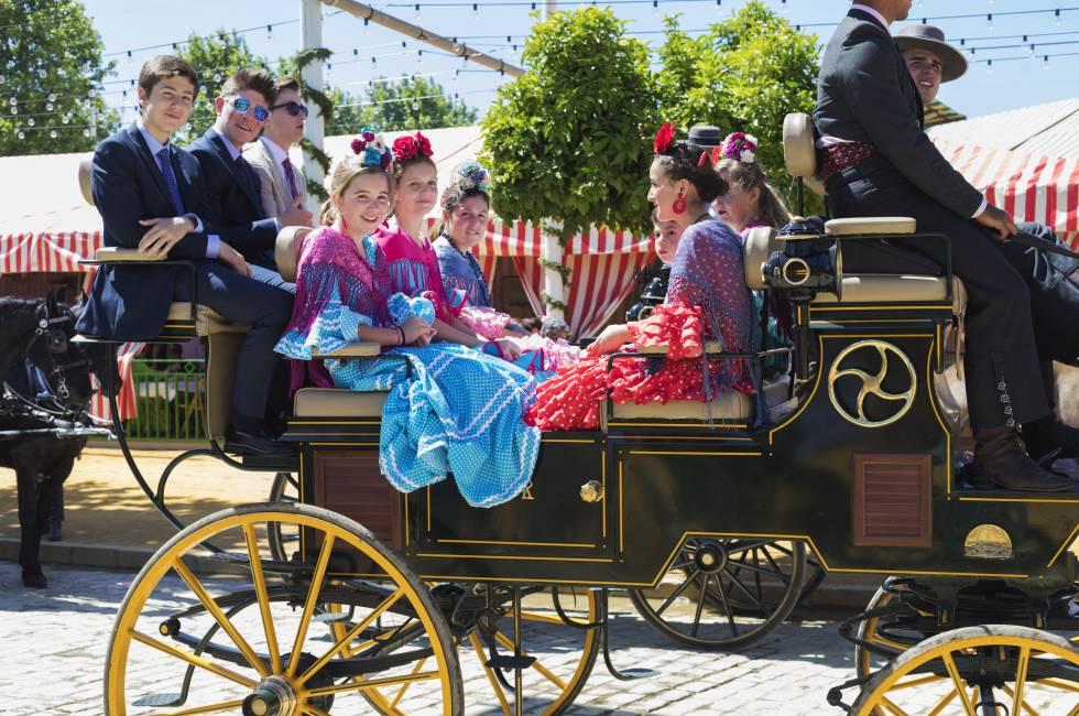 Sevilla huele a fiesta y se prepara para el 'alumbrao'