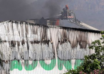 Un incendio destruye la mayor fábrica de pan de Mercadona
