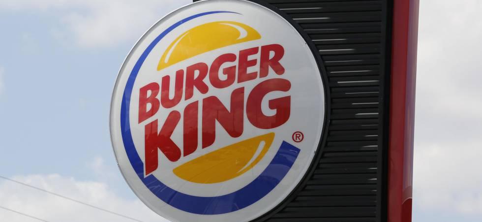 Logo de Burger King sobre la fachada de uno de sus restaurantes.