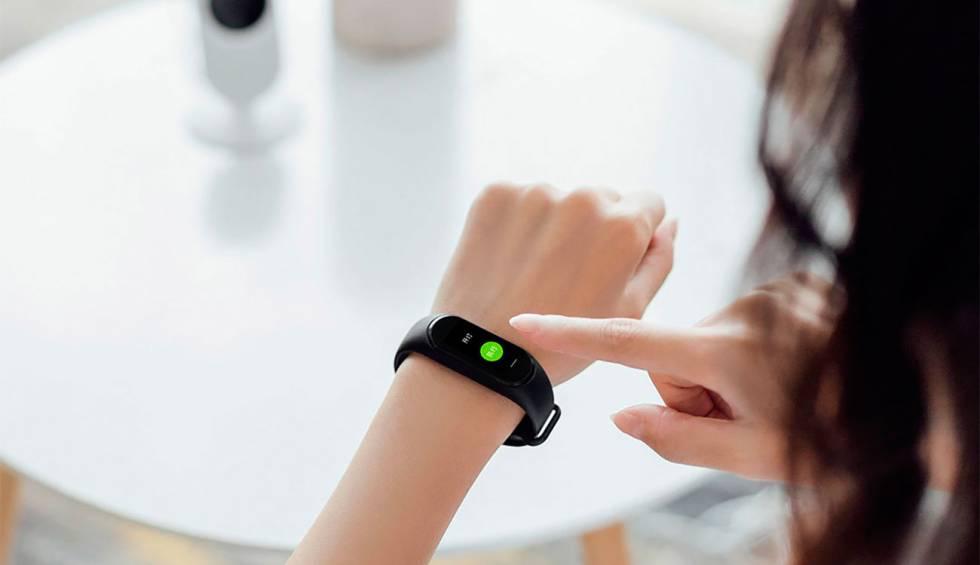 Xiaomi lanza una pulsera inteligente con pantalla a color por 30 ...