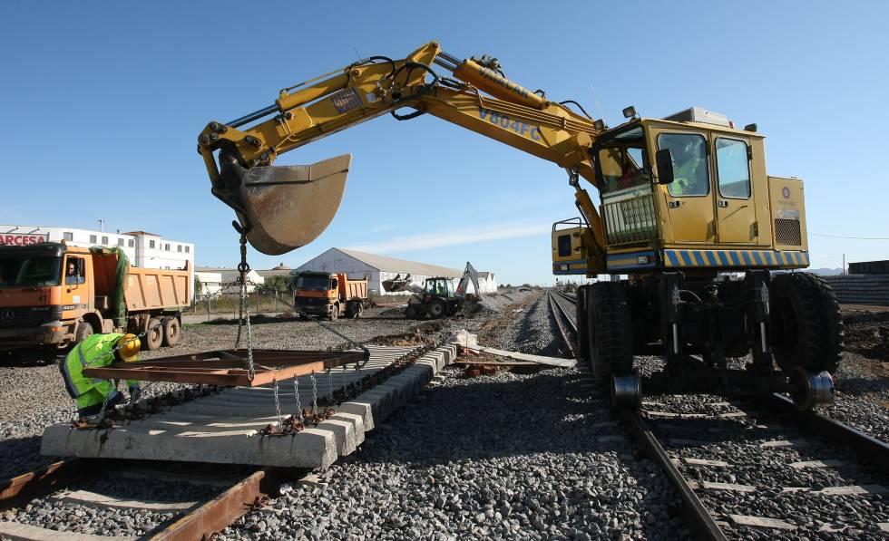 Las constructoras reclaman 1.000 millones al Adif por disputas en obras