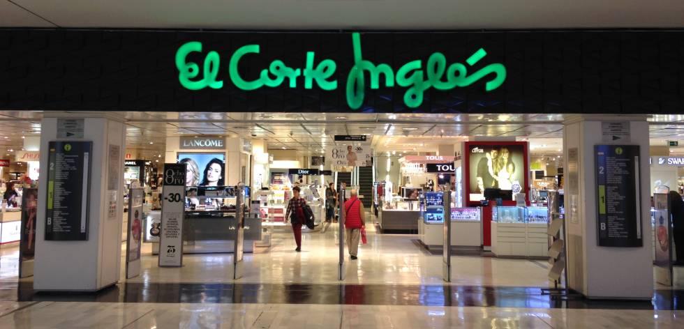 f594d71b121 Entrada a la tienda de El Corte Inglés en el centro comercial La Vaguada, en