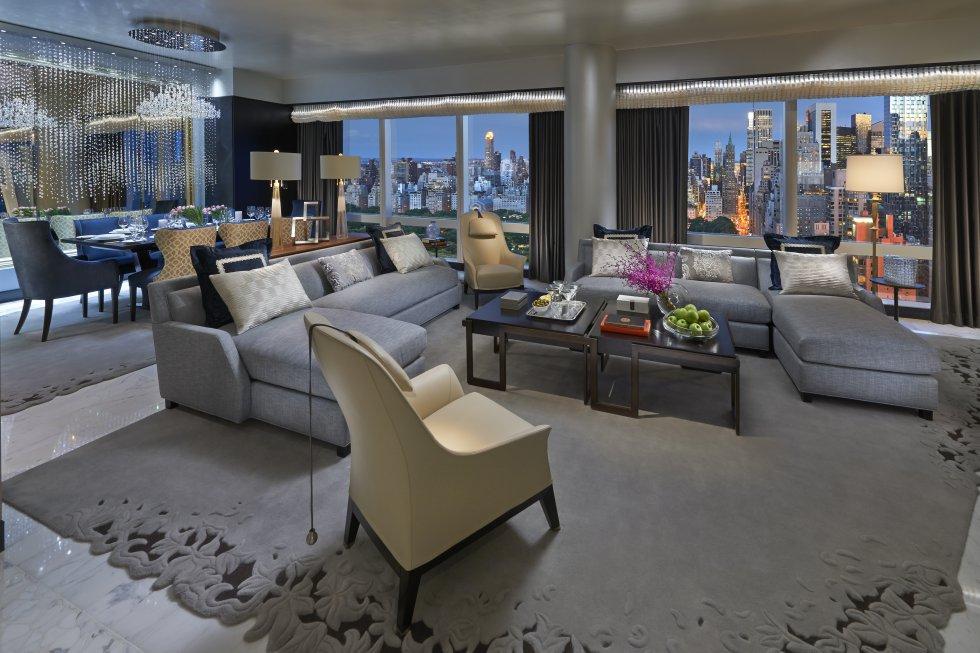 Con espectaculares vistas del 'skyline' de Manhattan, de Central Park y el río Hudson, se alza en la planta 50 la suite 5000 del hotel Mandarin Oriental New York. Probablemente, la más exclusiva de la ciudad.