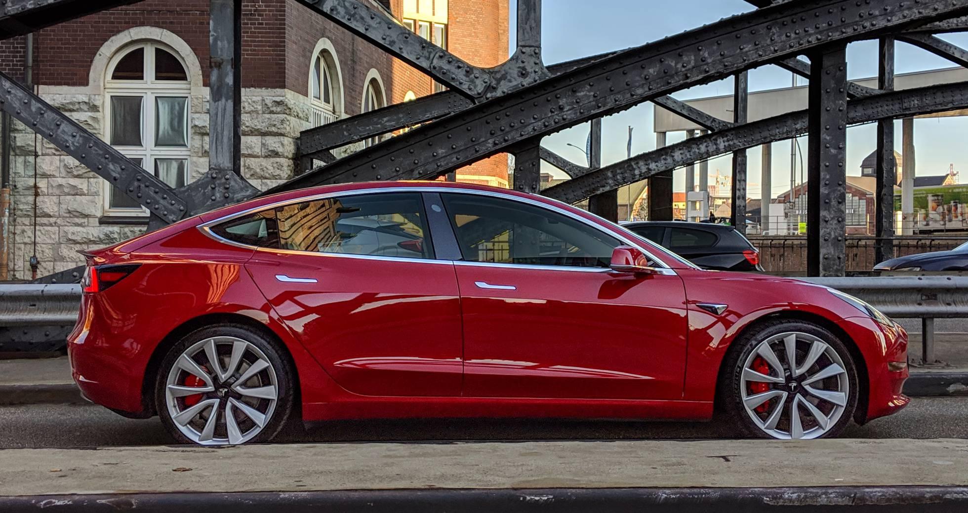 Tesla regala un Model 3 a quien sea capaz de 'hackearlo'