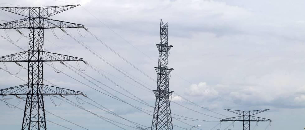 La deuda del sistema eléctrico se recorta hasta los 18.851 millones, pero no se terminará de pagar hasta 2028