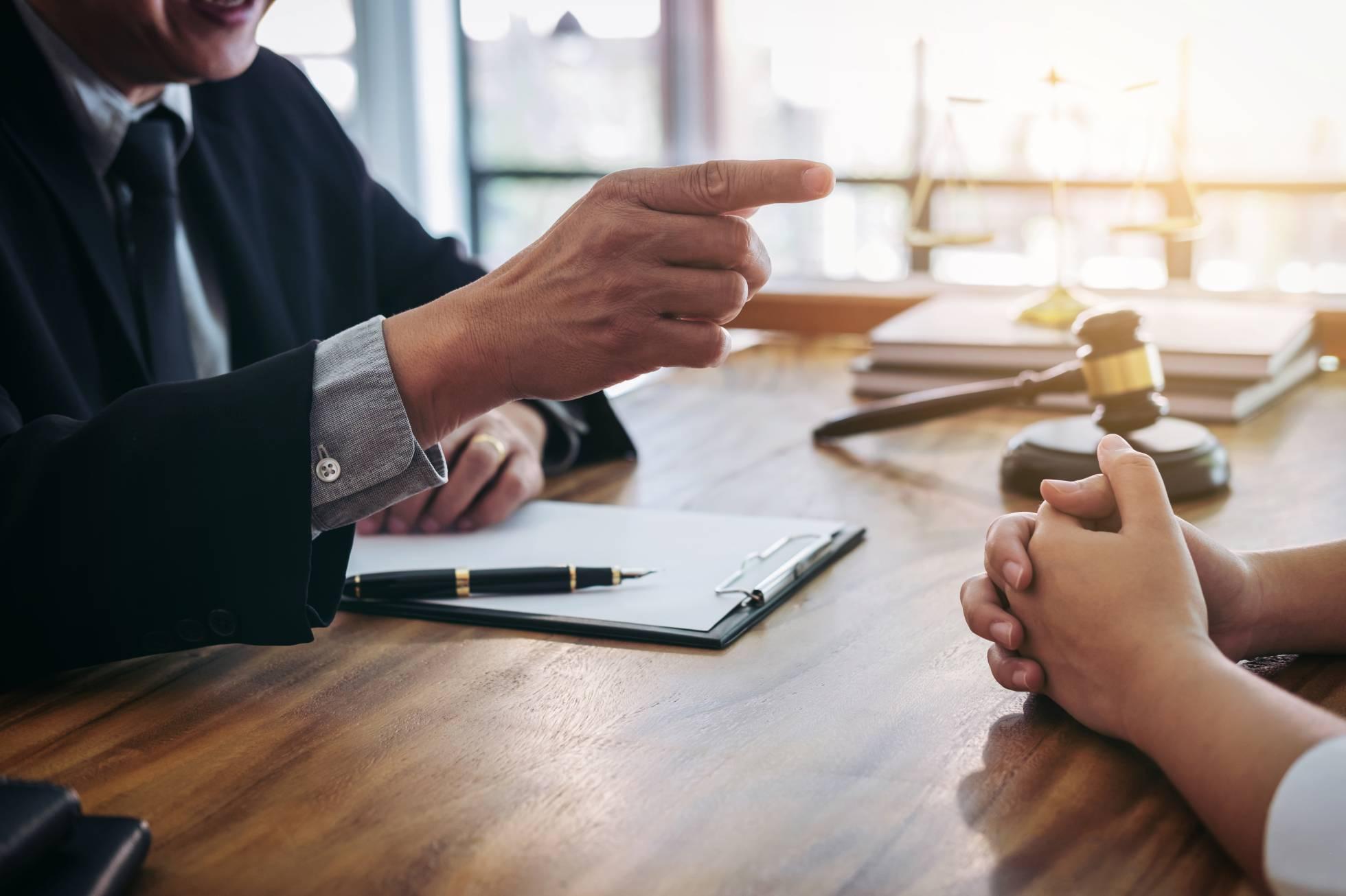 El lenguaje no verbal, una habilidad clave para ganar un juicio o una negociación