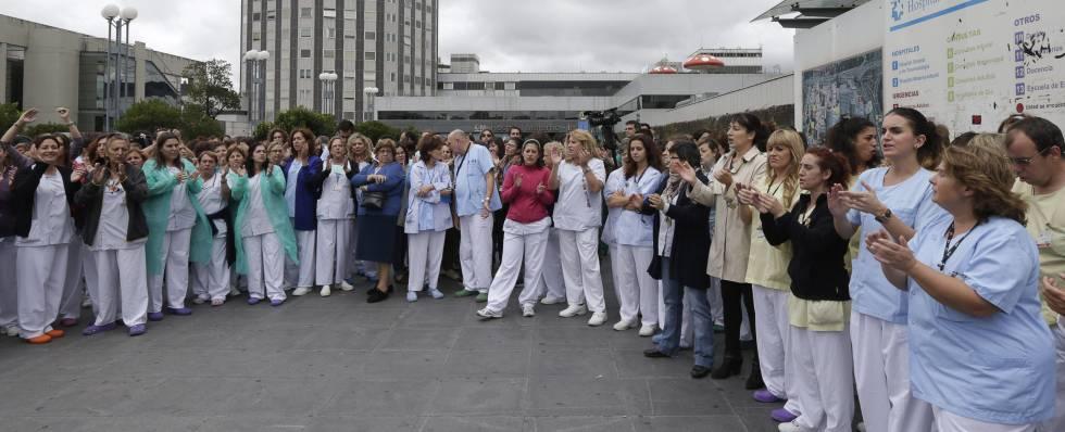 Trabajadoras del Hospital Universitario de La Paz de Madrid, durante una protesta.
