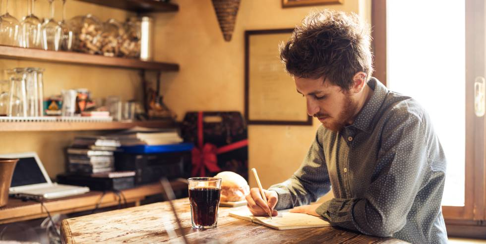 Escritores: el formato sí importa, para tributar bien el IVA
