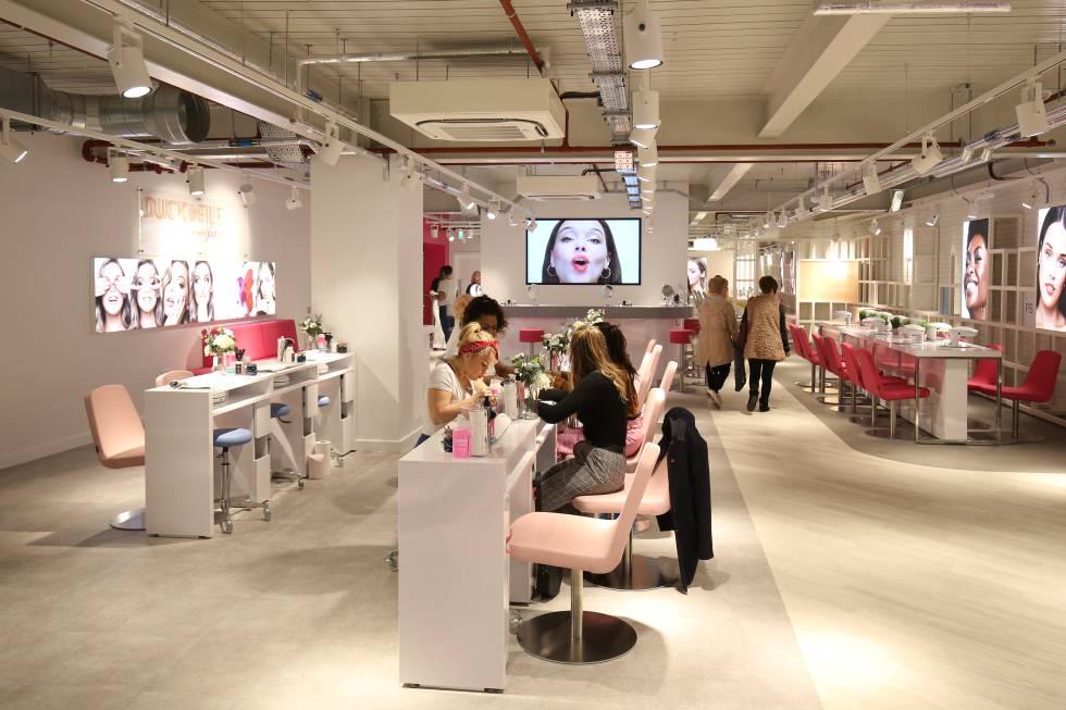 Salón de belleza de la nueva tienda de Primark.