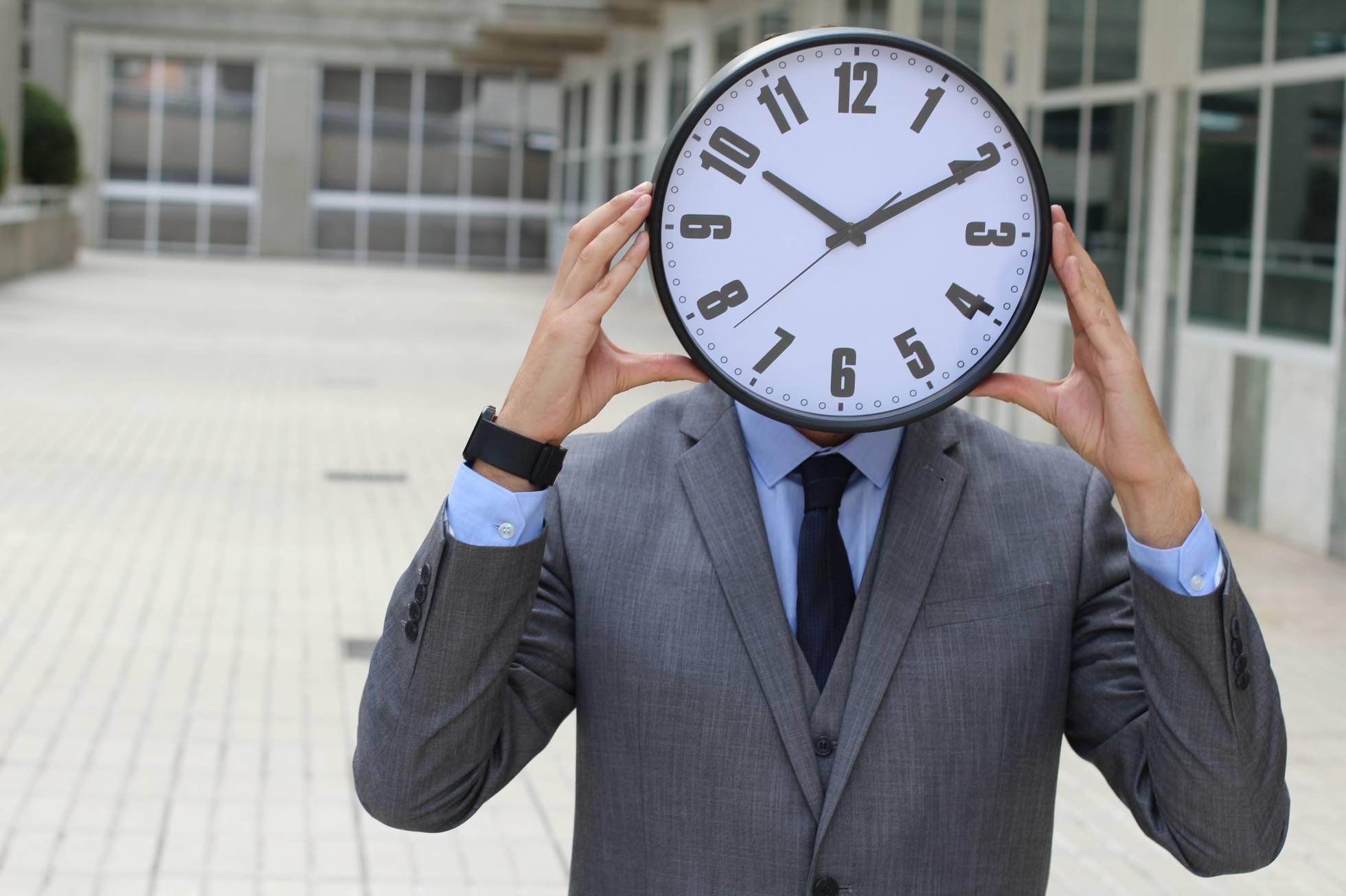 ¿Deben implantar los despachos el registro de jornada de sus abogados?