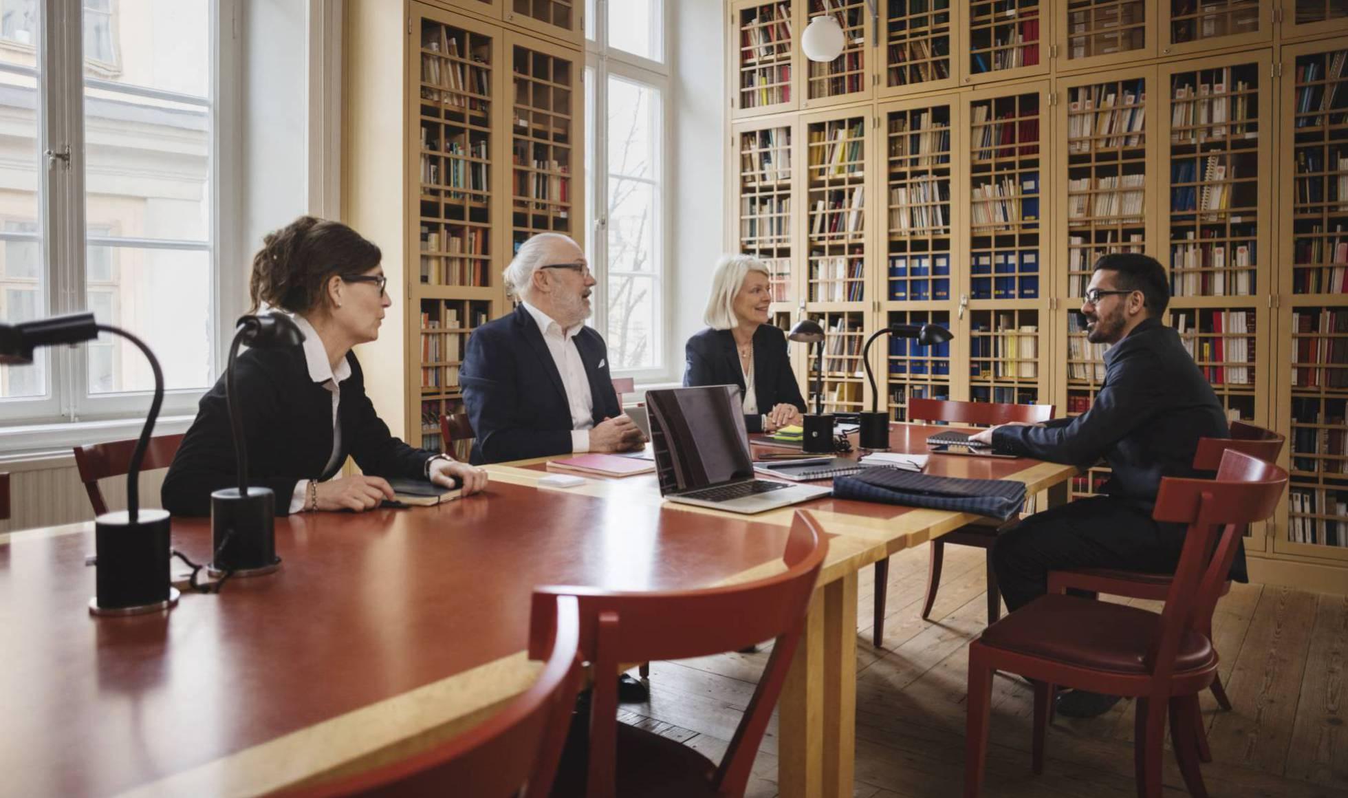 Registro de asesores y secretarios del consejo